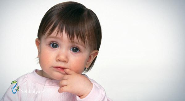 كيفية الاعتناء بشعر الرضع
